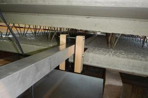 """<div class=""""bildtext_en"""">Laser profile measurements using a long aluminum profile inside a precast wall panel</div>"""