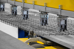 """<div class=""""bildtext_en"""">The movable and rotatable single bending machines ensure full flexibility</div>"""