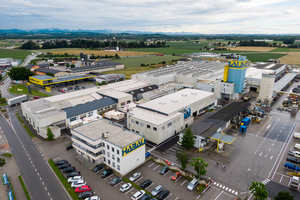 """<div class=""""bildtext_en""""><irspacing style=""""letter-spacing: -0.02em;"""">Aerial view of the company grounds of the Habau Group in Perg, Upper Austria </irspacing></div>"""