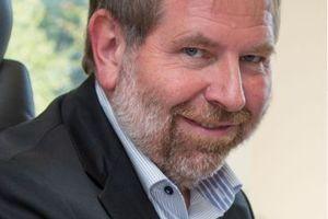 """<div class=""""bildtext"""">Ulrich Palzer: 1979 bis 1984 Studium Baustoffverfahrenstechnik Hochschule für Architektur und Bauwesen Weimar; 1984 bis 1989 wissenschaftlicher Assistent; 1990 Promotion; ab 1995 Geschäftsführer PBM Projekt- und Baumanagement GmbH; seit 2007 Direktor IAB Weimar gGmbH</div>"""