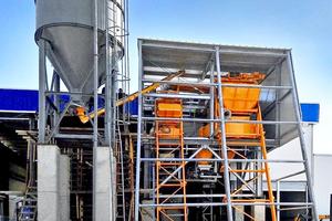 "<div class=""bildtext_en"">MCT Italy batch plant during erection</div>"
