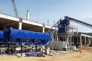 """<div class=""""bildtext"""">Die Betonmischanlage von MCT Italy während der Montage</div>"""