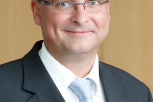 """<div class=""""bildtext"""">Der FDB-Vorsitzende, Dipl.-Ing. Christian Drössler (rechts), wurde in seinem Amt bestätigt</div>"""