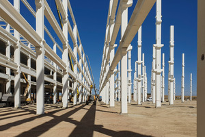 """<div class=""""bildtext_en"""">With more than 400 columns with a length of 22 meters each, using bolted connections was a logical choice</div>"""