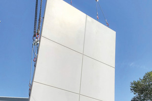 """<div class=""""bildtext_en"""">The white concrete elements measure just under 6 m × 4 m with a thickness of 10 cm</div>"""