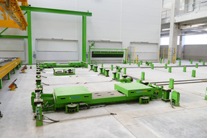 "<div class=""bildtext_en"">To ensure an optimum compaction of final products to be manufactured, the carousel plant was provided with a low-frequency vibration unit and a dynamic vibration unit</div>"