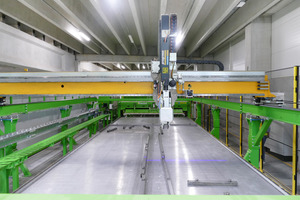 "<div class=""bildtext_en"">The new Pekabex plant in Poland impresses by its high degree of automation, starting with scanning of the pallet surface and the fully automated removal of the shuttering elements by the deshuttering robot</div>"