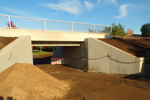 """<div class=""""bildtext_en"""">The replacement of the bridge immediately after the completion of assembly</div>"""