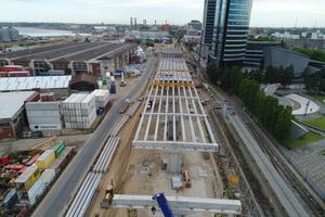 """<div class=""""bildtext"""">Das Projekt umfasst zwei 200 m lange Auffahrtsrampen, die 1.800 m lange und 8 m hohe Viaduktbrücke selbst sowie eine 160 m lange Bogenbrücke </div>"""