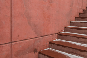 """<div class=""""bildtext_en"""">The partition walls of the staircase also feature a high surface quality, likewise made of precast concrete elements</div>"""