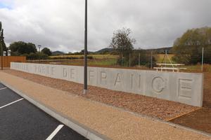 """<div class=""""bildtext"""">Ausgeführte Lärmschutzwand auf einem Rastplatz an der französischen Autobahn A31 nähe Thionville</div>"""