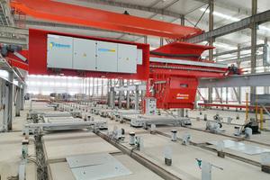 """<div class=""""bildtext"""">Das neue Fertigteilwerk in Dezhou, China, besteht aus zwei Umlaufanlagen mit integrierten Bewehrungsmaschinen zur Herstellung von Elementdecken, Massiv- und Sandwichwänden</div>"""