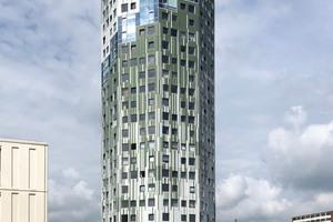 """<div class=""""bildtext"""">Ostansicht des 22-geschossigen Wohnturms vom Bedumerweg aus</div>"""