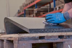 """<div class=""""bildtext_en"""">Production of the slender textile-reinforced concrete terrazzo elements</div>"""