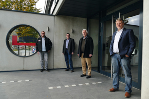 """<div class=""""bildtext_en"""">Robert Kocks (B. Lütkenhaus), Helmut Eckhardt (Holcim product management), Ulrich Lütkenhaus (managing partner) and Werner Bilbang (Holcim sales/(from left to right) are satisfied and intend to strengthen the partnership as well as extent the product range</div>"""