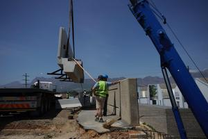 "<div class=""bildtext_en"">One of four precast concrete beam/balustrade units being lifted off the truck bed …</div>"