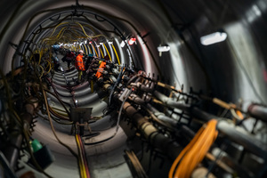"""<div class=""""bildtext_en"""">Eight reinforced-concrete pipes were installed on every workday; here flushing lines during pipe jacking</div>"""