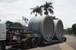"""<div class=""""bildtext"""">Nach Anlieferung am Hafen von Jakarta wurde die erste Partie Rohre im September 2020 per Stückgutfrachter verschifft</div>"""