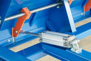 """<div class=""""bildtext"""">Kompakt und kräftig: Kompaktzylinder der Serie CP96 von SMC sorgen für den richtigen Anpressdruck der Vorschubräder auf den Draht und sparen dabei Platz </div>"""