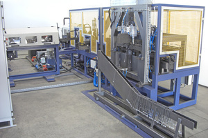 """<div class=""""bildtext"""">Maschine für individuelle Abstandböcken mit vollautomatischem Kunststoff-Fuß Einstecksystem</div>"""