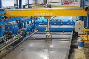 "<div class=""bildtext_en"">The customized shuttering robot at Schwörer is accurately positioning shuttering elements, magnets and mounting sleeves on the pallet</div>"
