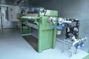 """<div class=""""bildtext_en"""">Bibko chamber filter press with tank solution</div>"""