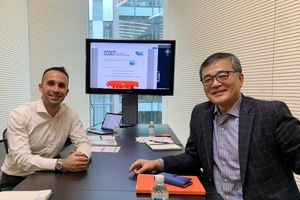 "<div class=""bildtext"">Vertragsunterzeichung: (v.l.n.r) Gabriele Falchetti (Vertriebsdirektor Südkorea bei MCT) und Jong-Hyun Kim (CEO von ICT)</div>"