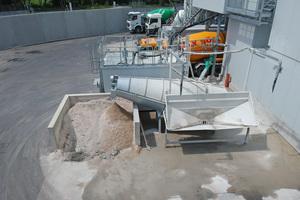 "<div class=""bildtext"">Liebherr Recyclingsystem LRT622 mit Hochbehälter</div>"