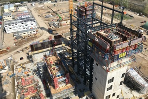 """<div class=""""bildtext_en"""">In order to maintain the weekly cycle, the stair tower was heated on weekends and covered with frost protection mats</div>"""