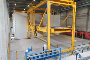 """<div class=""""bildtext_en"""">The pallet stacker for stacking and destacking of the pallets is fully automated by Ebos</div>"""