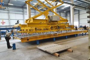 "<div class=""bildtext_en"">The demolding crane ensures the safe removal of the elements</div>"