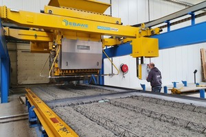 """<div class=""""bildtext_en"""">The concrete spreader distributes the fresh concrete into the shuttered pallets, with the made-to-measure reinforcement already in place</div>"""