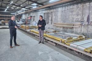 "<div class=""bildtext_en"">Opterra Regional Sales Manager Mike Zeuner in conversation with Erwin Voit </div>"