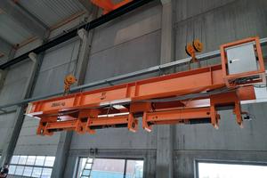 """<div class=""""bildtext_en"""">Custom lifting beam for butterflies</div>"""