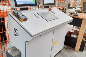"""<div class=""""bildtext_en"""">Control unit for the folding and unfolding stations, butterfly transport and laser systems</div>"""