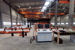 """<div class=""""bildtext_en"""">View of the control computers, unfolding stations and laser systems</div>"""