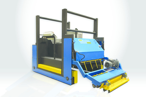 """<div class=""""bildtext_en"""">A multi-functional trolley can be used for cleaning the production beds and spraying oil onto them</div>"""