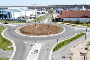 "<div class=""bildtext_en"">The roundabout in Bellheim was constructed in zebra crossing design </div>"