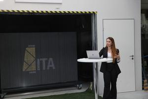 "<div class=""bildtext_en"">Gözdem Dittel from the Institute of Textile Technology (ITA) spoke about 3D printing of concrete</div>"