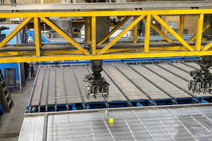 """<div class=""""bildtext_en"""">The six-fold EPT laying gripper works fully automatically according to CAD/CAM specifications </div>"""