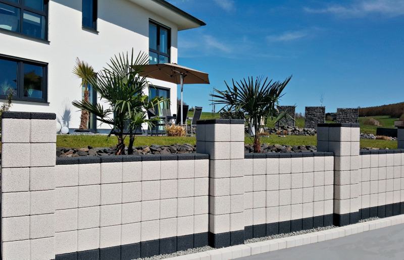 Building Garden Walls Made Easy With Concrete Blocks