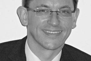 """Dir. und Prof. Dr.-Ing. Andreas Rogge (Jg. 1965) studierte Bauingenieurwesen an der TUBraunschweig und arbeitete anschließend 4 Jahre als Tragwerksplaner im Kraftwerksbau bei Lahmeyer International in Frankfurt/M. SeineZeit als wissenschaftlicher Assistent am Lehrstuhl für Massivbau der TUMünchen schloss er mitder Promotion ab. Von 2001 bis 2007 war erLeiter der Abteilung Ingenieur- und Hochbau bei Schüßler-Plan Ingenieurgesellschaft inBerlin. Seit 2007 leitet er die Abteilung """"Bauwerkssicherheit"""" der BAM. Seine fachlichen Schwerpunkte liegen im Bereich der Zuverlässigkeit, Dauerhaftigkeit und dem Verformungsverhalten von Konstruktionen unter extremer Beanspruchung.<br /> <span class=""""bildunterschrift_hervorgehoben"""">andreas.rogge@bam.de</span><br />"""