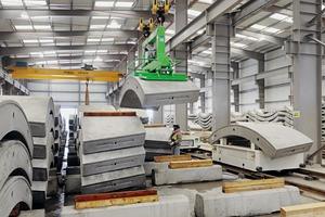 "<div class=""bildtext_en"">… made of sulphate-resistant steel fiber-reinforced concrete </div>"