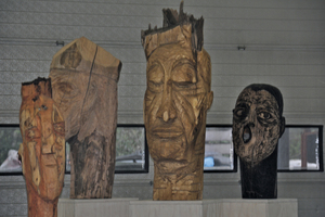 "<div class=""bildunterschrift_en"">The wooden sculptures of Brele Scholz graced the evening event ""European night of arts""</div>"
