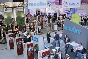 """<div class=""""bildtext_en"""">View from the first floor of the exhibition stand of BetonMarketing to thewell-attended hall</div>"""