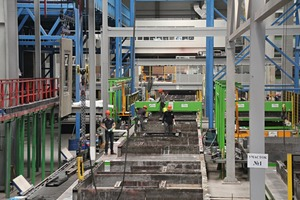 """<div class=""""bildtext"""">Blick in die Produktionshalle mit Sommer-Umlaufanlage und Einbaustation für die Reckli-Matrizen</div>"""