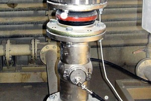 """<div class=""""bildtext_en"""">Measurements, including the sand slurry at the mouth of the mill, are made with the aid of measuring probes. This is where the sand is crushed to a specific size in a ball mill.</div>"""