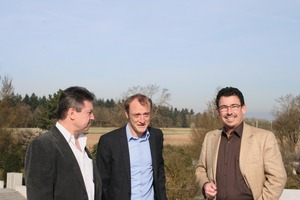 """<div class=""""bildtext_en"""">BFT editor Silvio Schade obtains information from managing director Felix Birkenmeier and general manager Ronald Sieber (from right to left)</div>"""