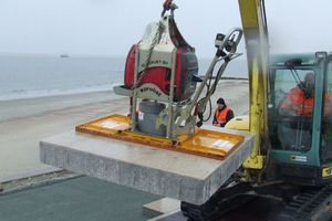 "<div class=""bildunterschrift_en"">Economic installation of large-format slabs on the North Sea island Borkum</div>"