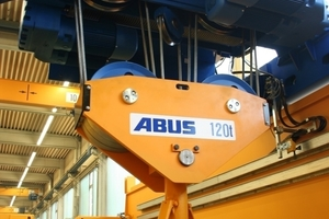 Wire rope hoist at a double-girder overhead traveling crane<br />